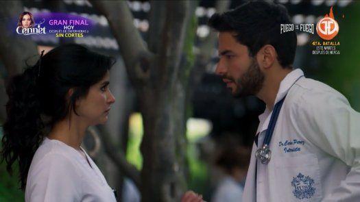 Carlos Pérez le expresa sus sentimientos a María Clara que también le dice lo que siente.