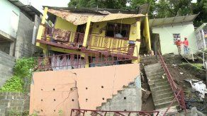 Vivienda colapsa en el sector N°1 de  Los Andes por deslizamiento de tierra