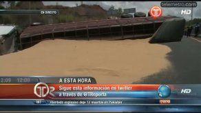 Camión se vuelca en autopista Arraiján-La Chorrera