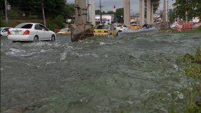 Suministro de agua afectado en varios sectores por rotura de tubería en vía Transístmica
