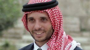 El fiscal de Amán, Hasán al Abdalat, prohibió el martes la publicación de cualquier información relativa a la investigación de los servicios de seguridad sobre el príncipe Hamza y otros.