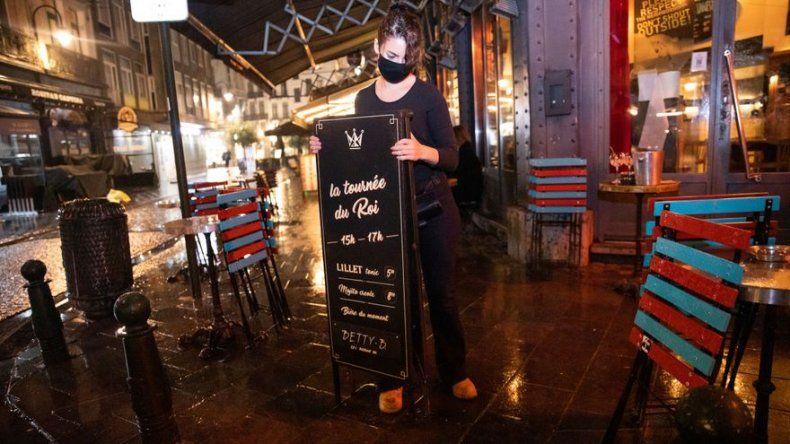 Bruselas cierra cafés y bares por un mes a partir del jueves, a causa de pandemia