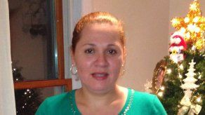 Ciudadana deportada recibe pasaporte de EEUU
