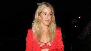 Ellie Goulding ocultaba su tripita de embarazada con el abrigo de su marido