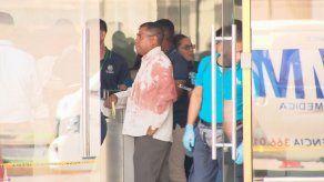 Sujeto desarma a guardia de aseguradora en calle 50 por reclamo