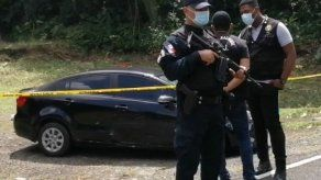Asesinan a tiros a un hombre dentro de un vehículo en Colón