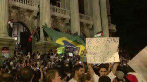 Unas cien mil personas protestan en Rio de Janeiro