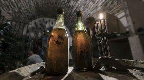 Tres botellas de vino de 1774 serán subastadas el sábado en Francia