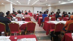 Sector obrero se reúne con Comisión de Gobierno
