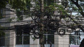 Tailandia quiere acabar con las marañas de cables eléctricos en Bangkok