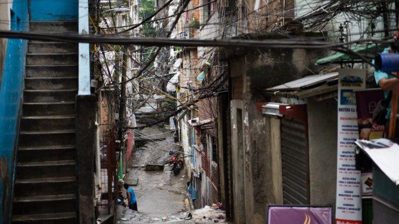 Tiroteo entre narcos en mayor favela de Rio, ocupada por la policía