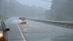 {alttext(,Sinaproc advierte sobre el posible ingreso de la onda tropical #39, se prevén más lluvias)}