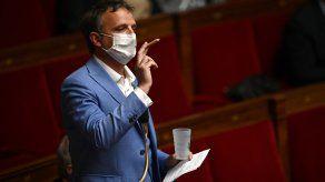 El diputado centrista François-Michel Lambert, exhibió un porro ante el parlamento francés.