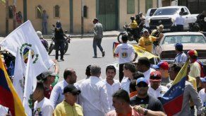 Gobierno venezolano niega ataque contra Juan Guaidó