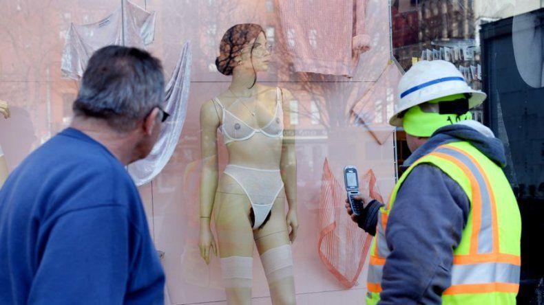 Maniquíes con vello púbico desatan polémica en Nueva York
