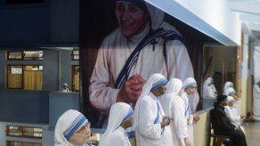 Las Misioneras celebran con sencillas misas a la madre Teresa en Calcuta