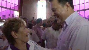 Moscoso y Varela  se saludan en misa de San Miguel Arcángel en Chitré