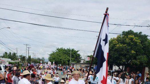 Luis Casis, abanderado del 28 de noviembre en Las Garzas