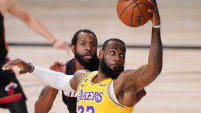 LeBron James seguirá con Lakers hasta el 2023