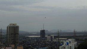 Mumbai se prepara para recibir un inusual ciclón