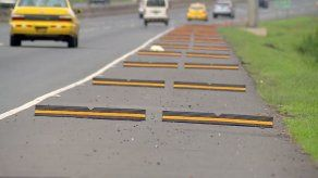 Instalan resaltos en hombros de autopista Arraiján – La Chorrera