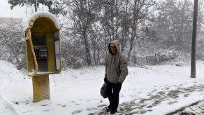 Temporal de nieve y frío azota Grecia con cortes de tráfico y luz