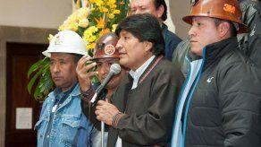 Morales aumenta salario de trabajadores