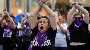 Protestan en Nicaragua frente a policías con danza Un violador en tu camino
