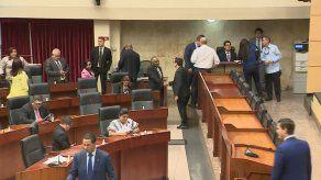 Aspirantes al cargo de Contralor hacen lobby entre diputados