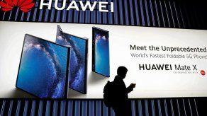 May destituye a ministro de Defensa británico tras fugas de información en torno a Huawei