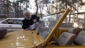 El coleccionista de Alepo que sueña con curar sus autos malheridos
