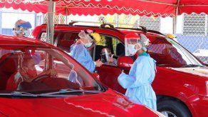 Instalan auto rápido para hisopados en estacionamientos del Estadio Rommel Fernández