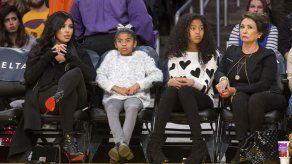 Viuda de Kobe Bryant arremete contra demanda legal de su madre