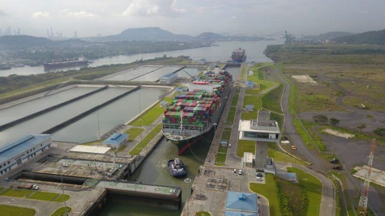 Tránsito de buques por Canal de Panamá es espectacular, dice administrador Quijano