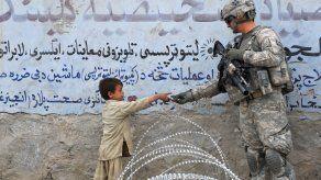 Los soldados de EEUU en Afganistán se alistan para salir del lugar.