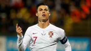 Portugal gana 5-1 en Lituania con póker de Cristiano Ronaldo