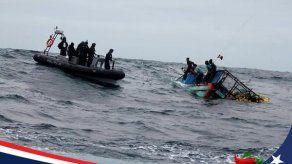 Marina chilena rescata a cuatro náufragos peruanos en el Pacífico