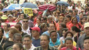 Docentes realizan marcha para exigir eliminación del aumento de la tarifa eléctrica