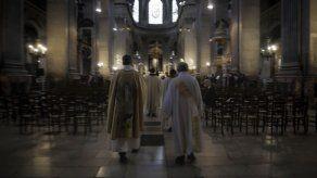 Iglesias en Francia recuerdan a víctimas de ataque en Niza