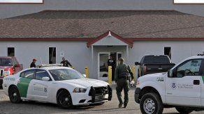 Informe muestra hacinamiento de migrantes en Texas