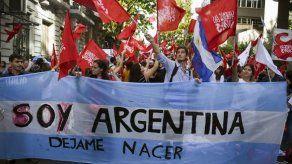 Intelectuales y legisladores continúan el debate sobre el aborto en Argentina