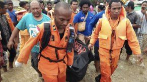 Inundaciones y deslaves causan unos 50 muertos en Indonesia