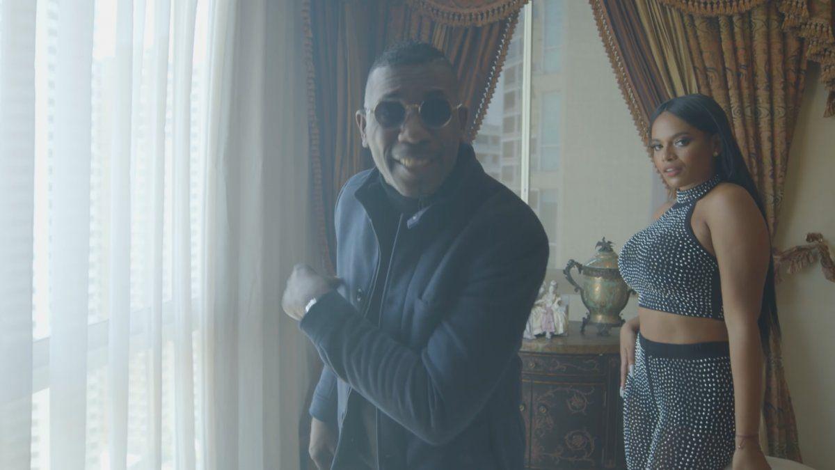 Nando Boom en su video clip Bonita, su más reciente tema musical.