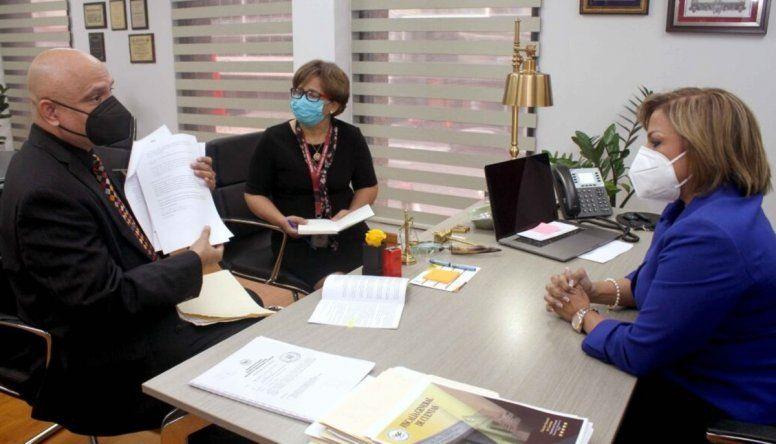 El abogado Ernesto Cedeño presentó a la Fiscal General de Cuentas