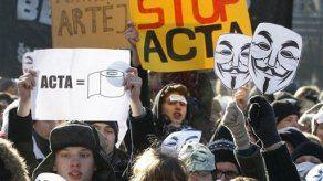 Europeos defienden la libertad de la internet