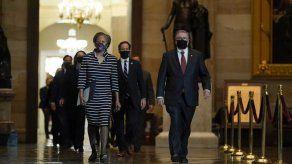Expediente de juicio político contra Trump es entregado al Senado tras procesión formal en el Capitolio