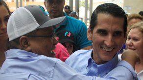 Expresidente Martinelli y su esposa felicitan a Roux por triunfo en primarias del CD