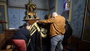 Derriban puerta de una catedral en Francia con un auto y roban sus tesoros
