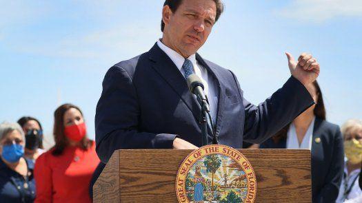 El gobernador de Florida, Ron DeSantis declara el estado de emergencia tras ciberataque contra oleoductos.