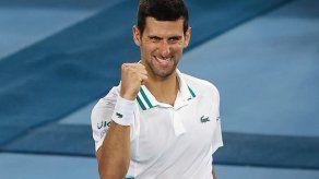 Djokovic derrota a Karatsev y jugará su novena final del Australian Open